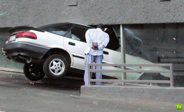 Фотоподборка курьезов с автомобилями (42 фото)