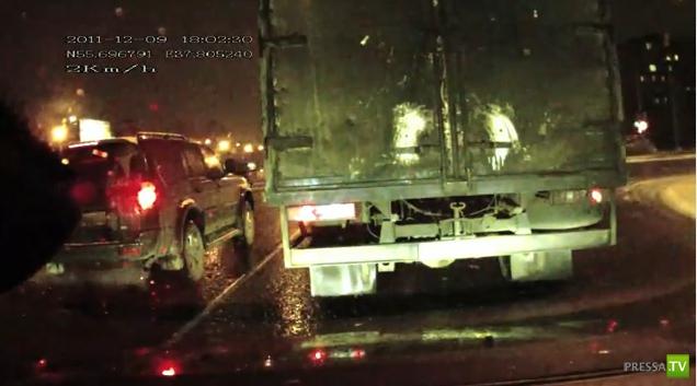 Водитель БМВ пролетел перекресток на красный