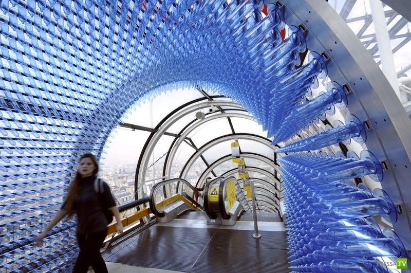 """Инсталяция """"Защита Жизни"""", из 80 000 презервативов"""