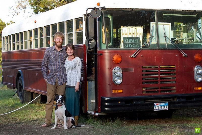 Американская семья живет в старом автобусе (7 фото)