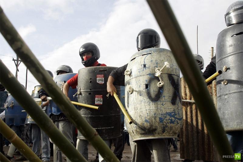 Бразилия: Жители трущоб готовятся к войне (7 фото)