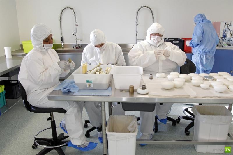 Экскурсия в лабораторию по производству силиконовых имплантантов (15 фото)