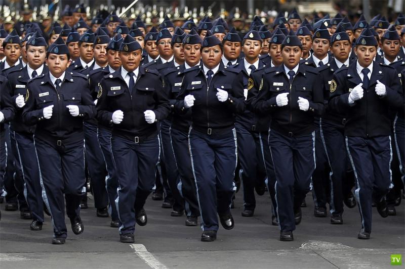 Парад полиции в Мехико (8 фото)