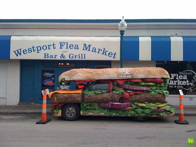 Большой сэндвич на колесах (4 фото)
