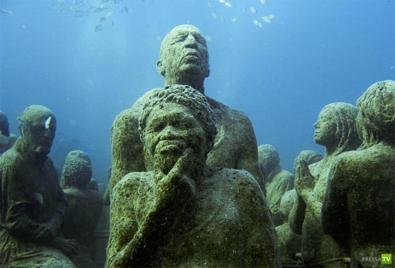 Подводные скульптуры Джейсона Тейлора установлены в Канкуне, Мексика