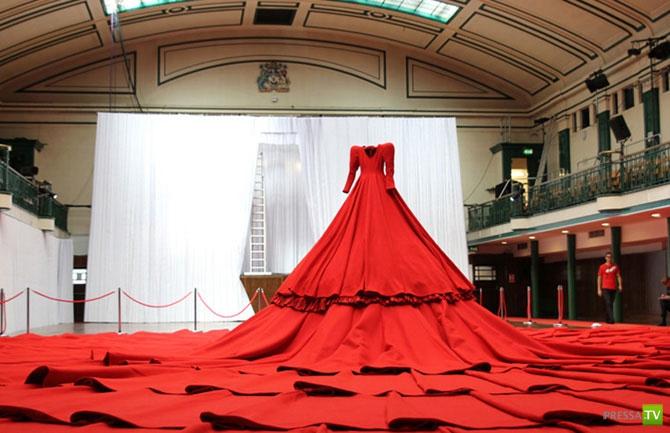 Концертный зал в виде платья (8 фото)