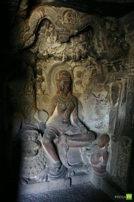 Пещерные храмы Эллоры...