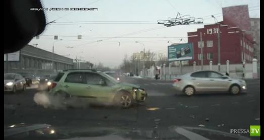 Серьезная авария на перекрестке г. Москва