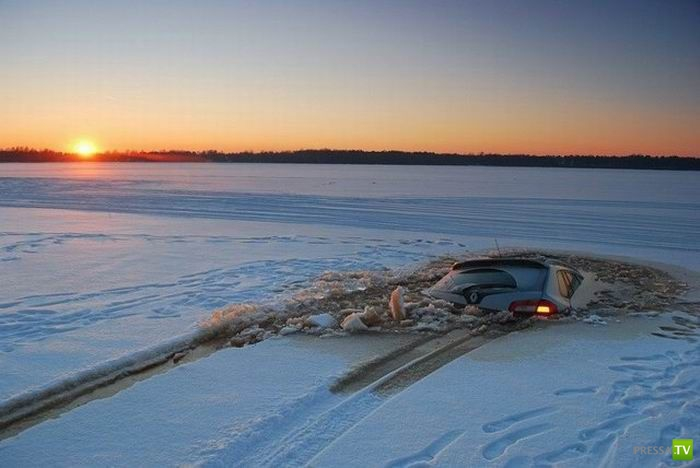Машина провалилась под лед