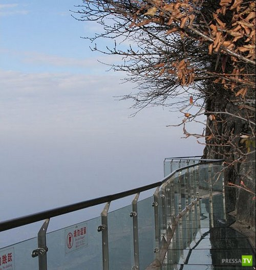 Смотровая стеклянная дорога в Китае