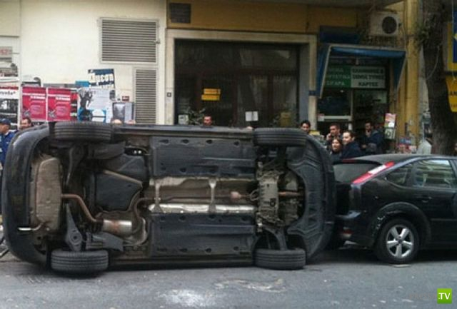 Уроки парковки от агрсесивного водителя (4 фото)