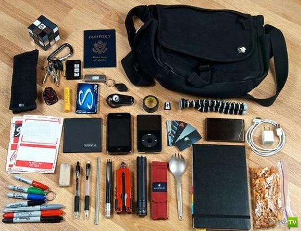 Что у девушки в сумочке?..