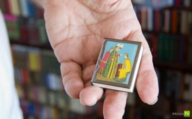 Необычное хобби... Самая миниатюрная библиотека