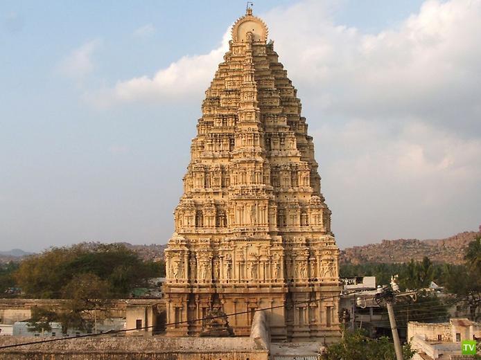 Храм Вирупакши в честь богини Шивы ... (10 фото)