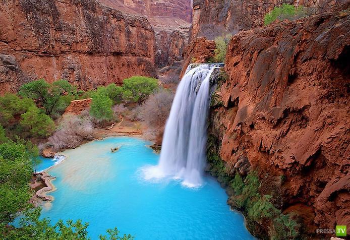 Диковинные цветные озера (11 фото)