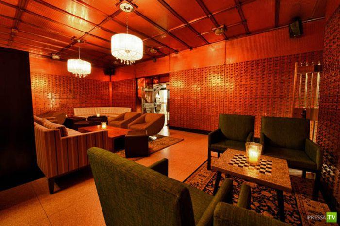 Супер-клуб в банке в Бедфорде (11 фото)