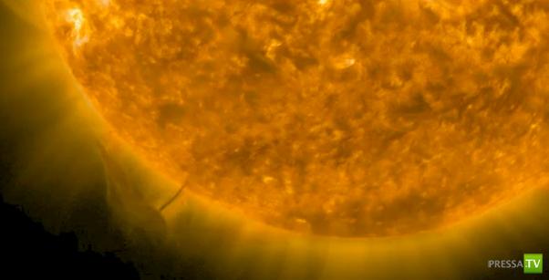 НЛО возле Солнца или плазменный торнадо? ... (фото + видео)