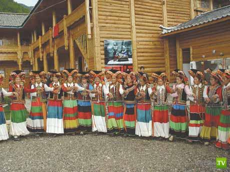 В племени Мосуо и сегодня матриархат... (8 фото)