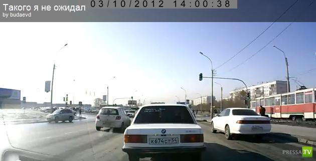 В Новосибирске BMW потеряло колесо...