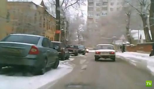 В Воронеже в переулке Здоровья здорово заносит на поворотах...