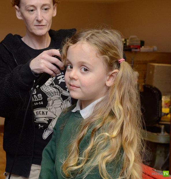 Рина Картера из Великобритании впервые постригли в 5 лет (5фото)