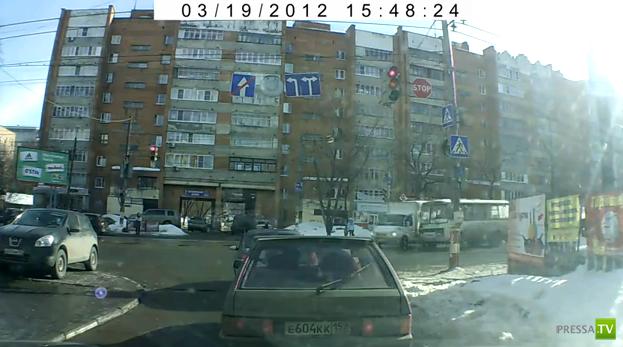 В Нижнем Новгороде пассажирский автобус врезался в Газель