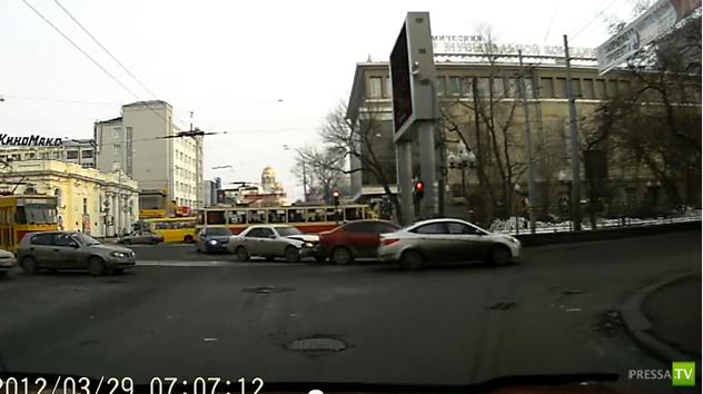 В Екатеринбурге ДТП на перекрестке... внезапно