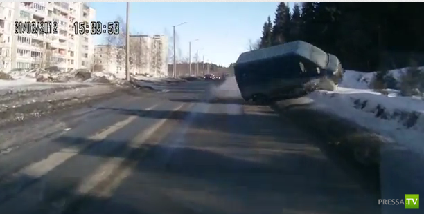 В Петрозаводске перевернулся Микроавтобус Ford Transit