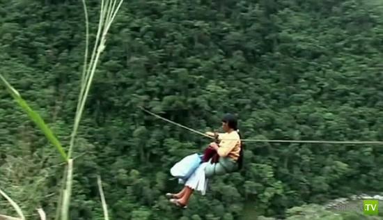 Летающие люди Боливии ... (2 фото + видео)