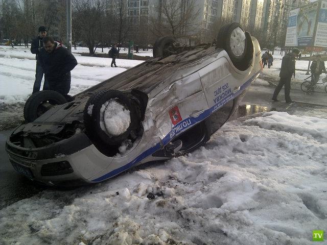 В Москве столкнулись полицейская машина и Мерс
