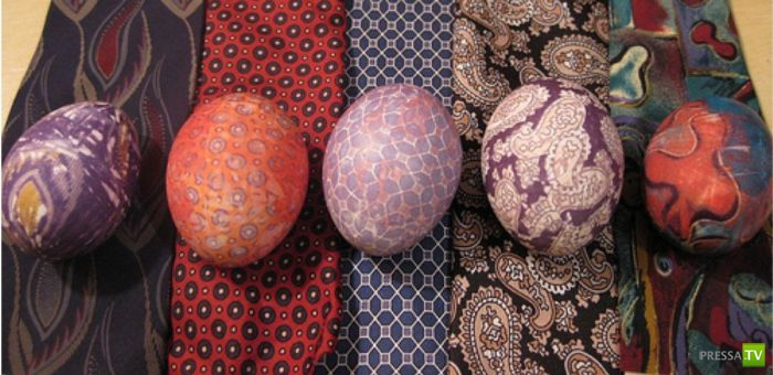 Легкий способ красиво покрасить пасхальные яйца (4 фото)