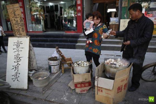 Яичный деликатес из Китая, который вы никогда не будете есть (12 фото)