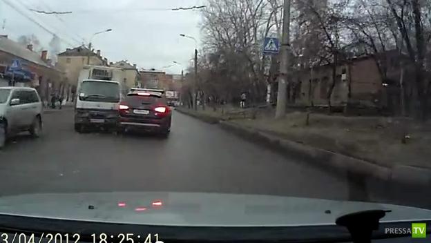 В Красноярске столкнулись Ауди и грузовик...