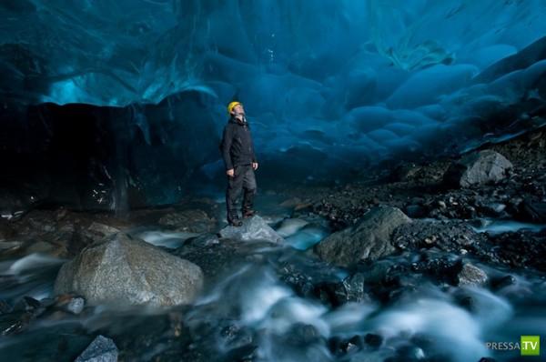 Ледяные пещеры в разных уголках Земли (20 фото)