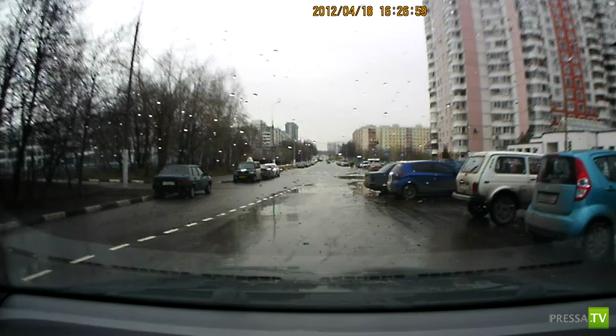 В Ясенево Ford Focus скрылся с места ДТП