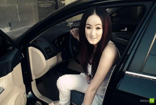 Китайская девушка с лицом привидения (3 фото)
