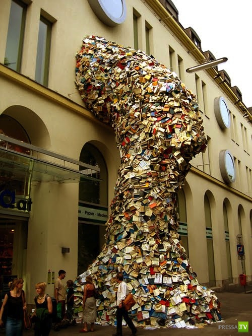 Книжный водопад (8 фото)