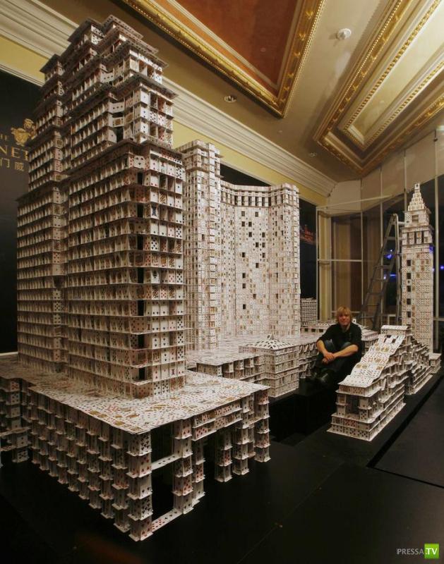 Брайан Берг и его карточный дом (10 фото)