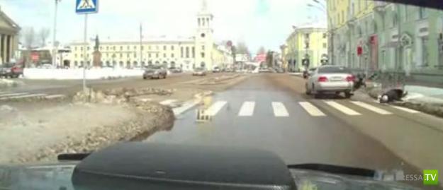 В Ангарске девушка сбила пожилую пару на переходе