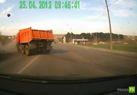 Непонятки с грузовиком в Орле... ДТП на улице Михалицына