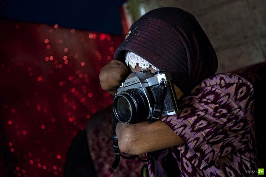 Русидах Бадави - безрукая женщина-фотограф (14 фото)