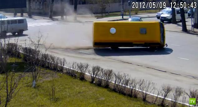 Столкновение с автобусом на перекрестке или отключенные светофоры в Иркутске