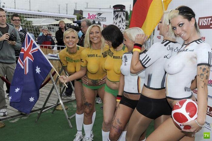 Альтернативный матч по футболу Германия - Австралия (20 фото)