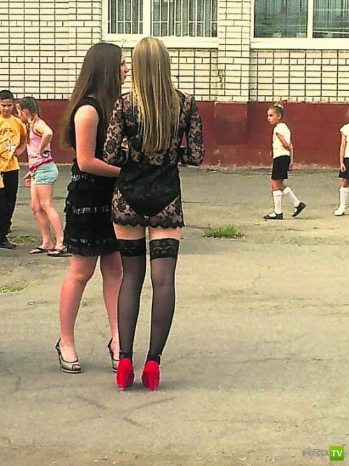 Шокирующий наряд российской школьницы... Выпускники 2012