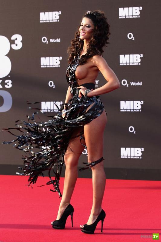 """Микаэла Шефер на премьере фильма """"Люди в черном - 3"""" (19 фото)"""
