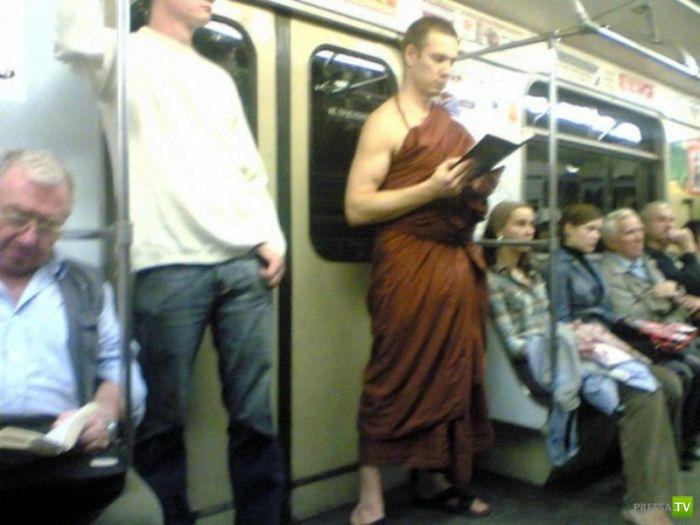 Странные люди в метро (22 фото)