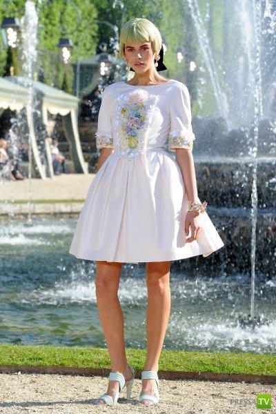 Модная коллекция Лагерфельда в Версале (6 фото)