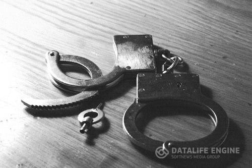 Смекалка: как избавиться от наручников... (4 фото)
