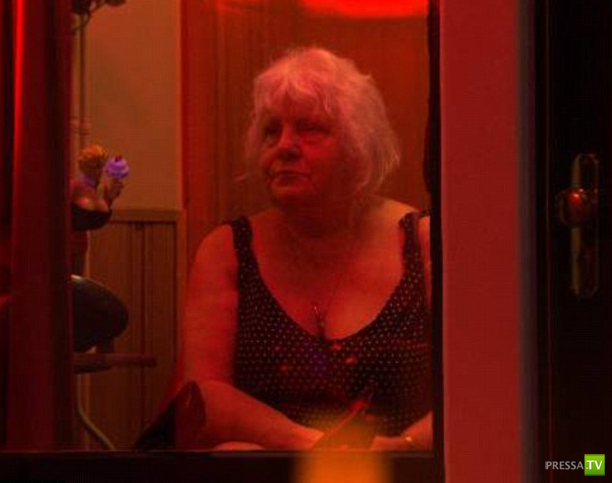 Старейшие проститутки Амстердама - 69-летние сестры-близнецы