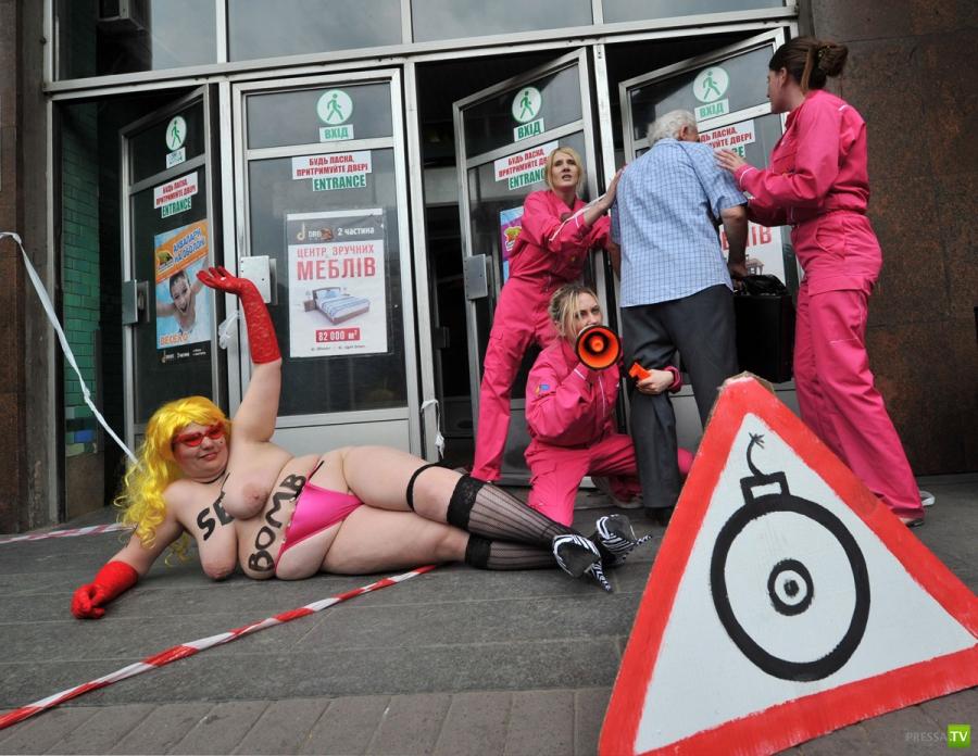 Секс бомба от FEMEN ... (12 фото)
